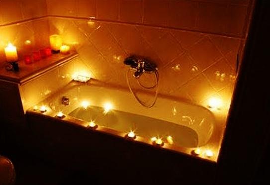 Vasca Da Bagno Romantica Con Candele : Foto vasca da bagno con candele disegno domestico
