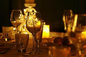 come-preparare-una-cena-a-lume-di-candela_ac5d7e4f772cea6ac944a3690ba6c81e